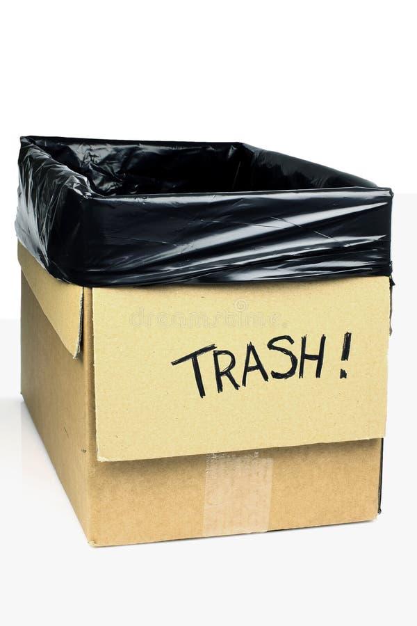 Trashcan fait maison effectué d'un carton photo stock