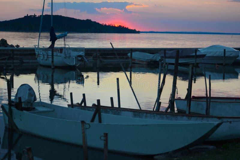Trasimeno在日落的湖风景 库存图片
