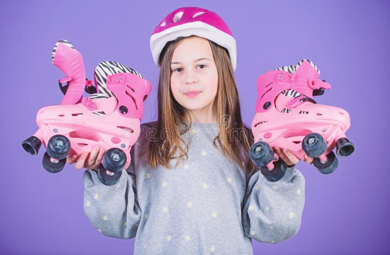 Trasmetta alle avventure Svago attivo e stile di vita Hobby teenager di pattinaggio a rotelle Pattinare andante degli anni dell'a immagini stock