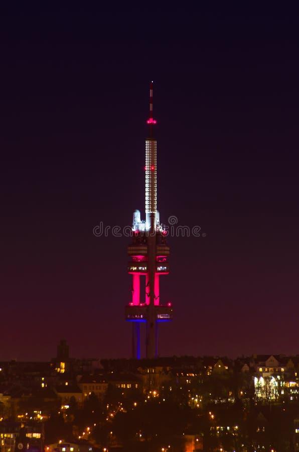Trasmettitore di Praga TV alla notte fotografia stock libera da diritti