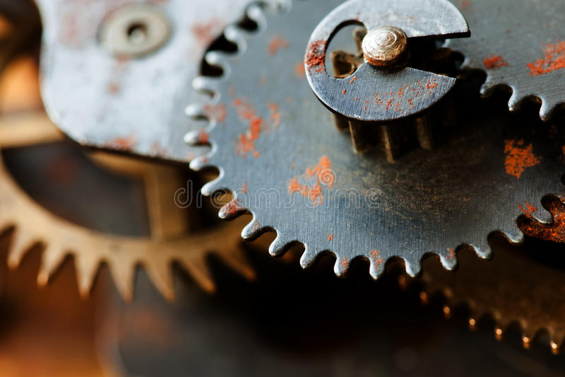 Trasmissione meccanica dell'ingranaggio arrugginito dei denti ruote d'annata di progettazione del macchinario industriale Campo d fotografie stock libere da diritti