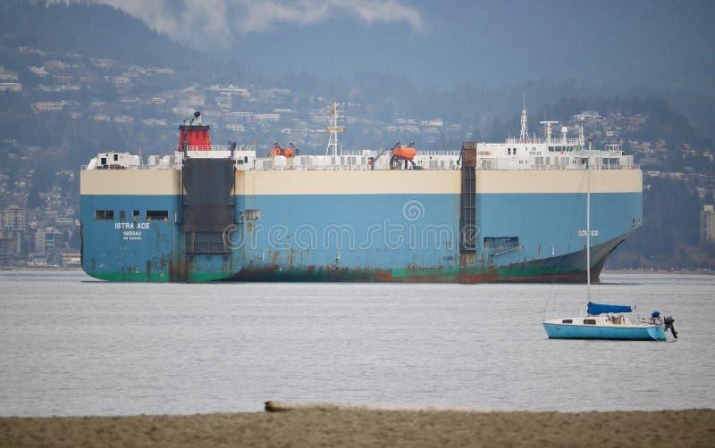 Trasportatore della nave del veicolo fotografia stock libera da diritti