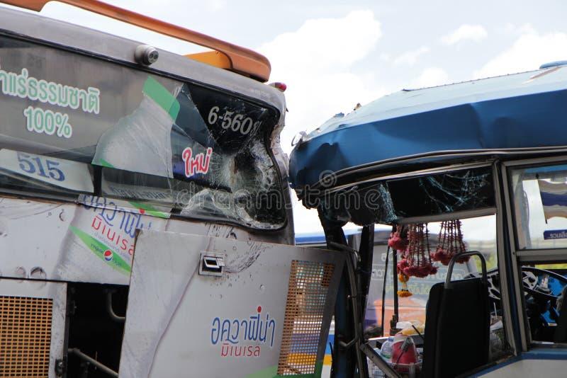 Trasporti il nessun L'incidente 8 ha colpito l'altro bus al monumento Bangkok di vittoria tailandese fotografie stock