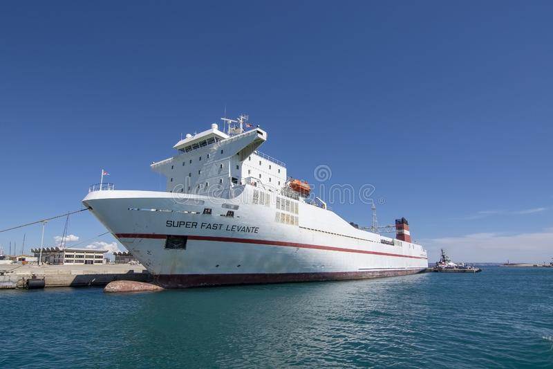 Trasporti la nave che Levante veloce eccellente ha attraccato il porto di Palma immagini stock