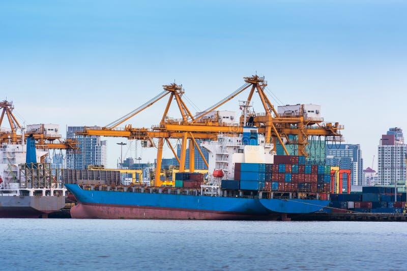 Trasporto di carico e contenitore scaricante terminale, magazzino, S immagine stock libera da diritti