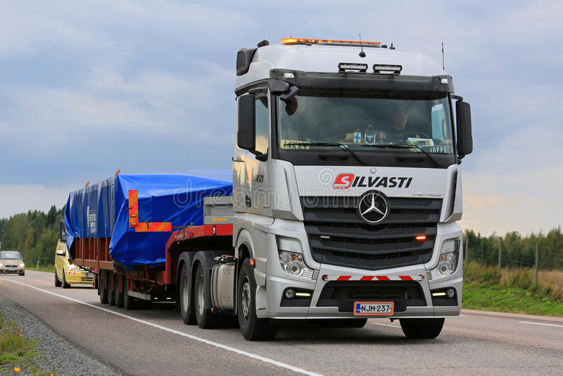 Trasporto di Mercedes-Benz Actros Wide Load Heavy fotografia stock