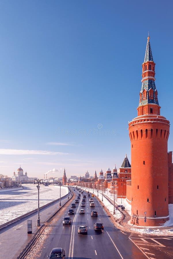 Trasporto e strada Giorno di inverno soleggiato fotografie stock libere da diritti
