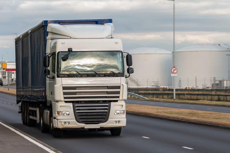Trasporto stradale, camion nel moto fotografie stock libere da diritti