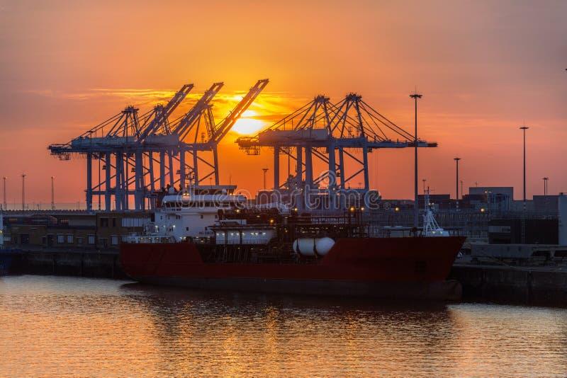 Trasporto - trasporto - tramonto immagine stock