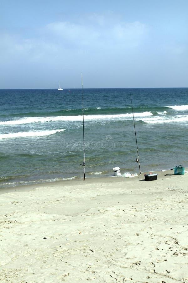 Trastos de la costa de mar Mediterráneo fijados para pescar imágenes de archivo libres de regalías