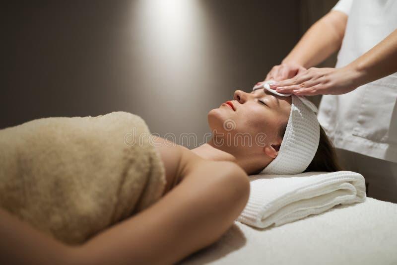 Tratamento da pele e da cara no spa resort da massagem fotos de stock