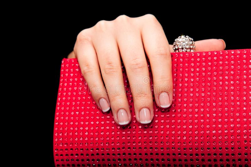 Tratamento de mãos - foto do tratamento da beleza das unhas manicured agradáveis da mulher foto de stock royalty free