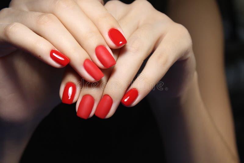 Tratamento de mãos vermelho 'sexy' foto de stock