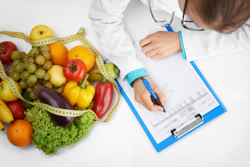 Tratamento de prescrição da dietista imagem de stock
