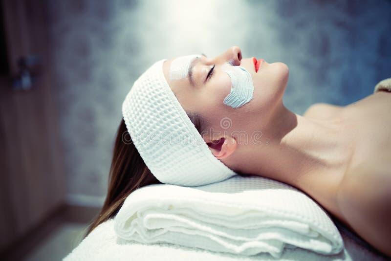 Tratamento do cosmético e da massagem no bar do bem estar foto de stock