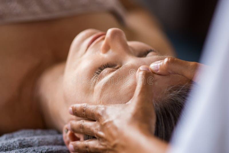 Tratamento facial antienvelhecimento foto de stock royalty free