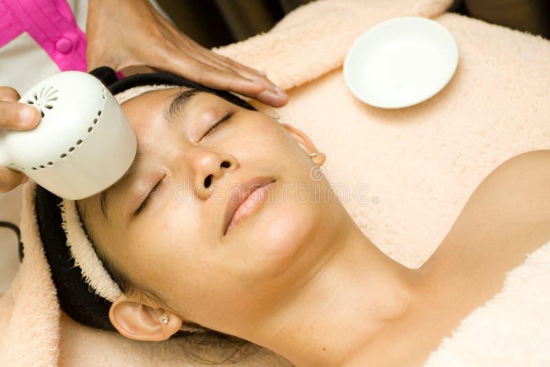 Tratamento facial com soro do colagénio fotografia de stock royalty free