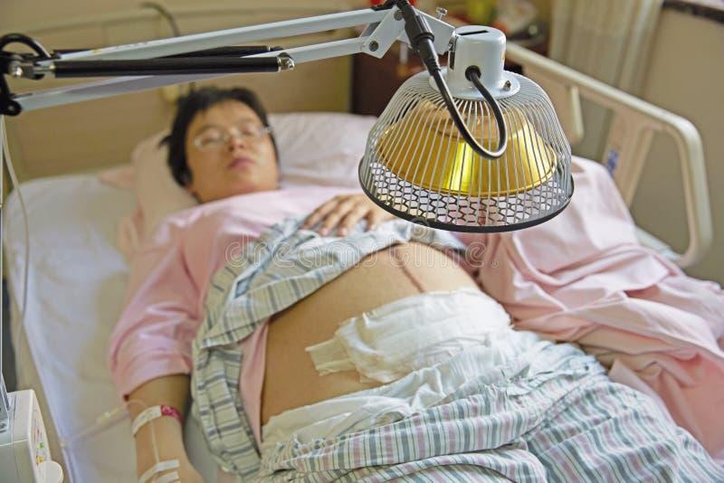 Tratamento inferior grávido foto de stock