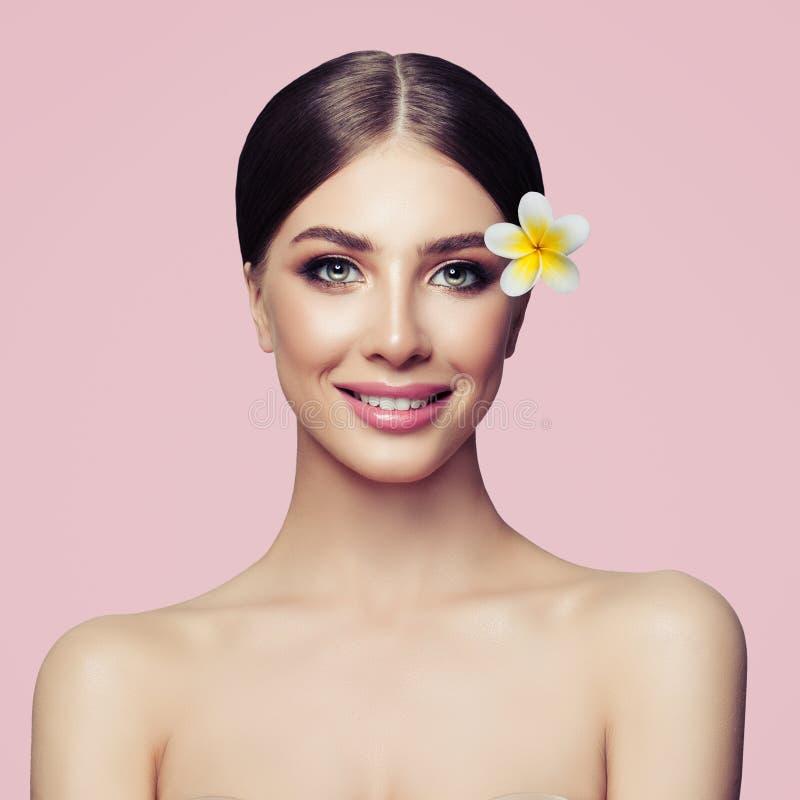 Tratamiento, cosmetología, belleza y balneario faciales fotos de archivo libres de regalías