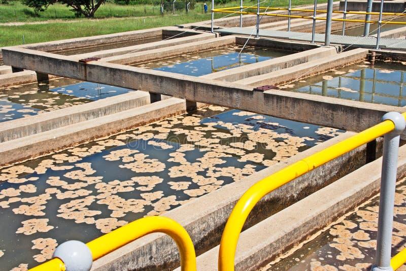 Tratamiento de aguas de los tanques de sedimentación imagen de archivo