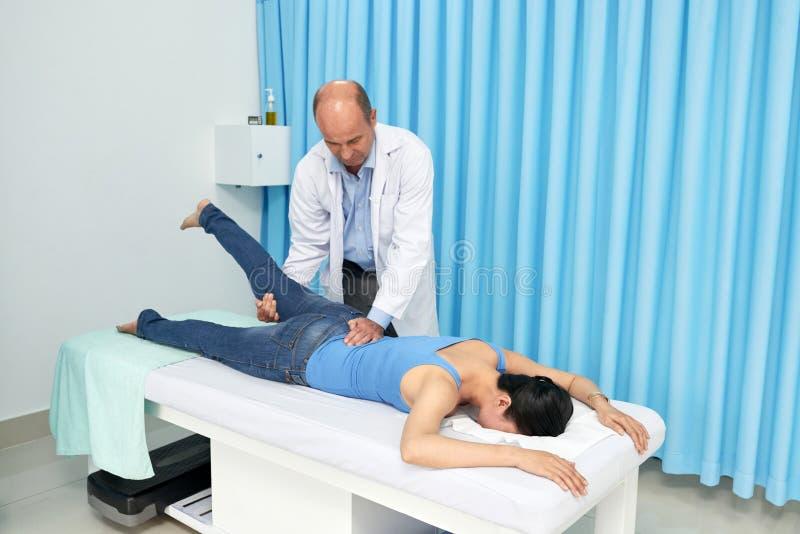 Tratamiento de la espina dorsal foto de archivo libre de regalías