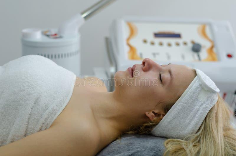 Tratamiento facial cosmético imágenes de archivo libres de regalías