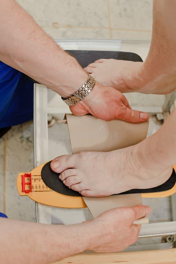 Tratamiento médico de un pie foto de archivo libre de regalías