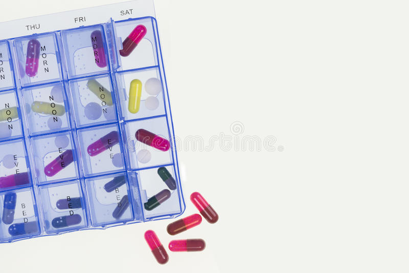 Tratamiento médico - paquete diario de las drogas - espacio para el texto imagen de archivo