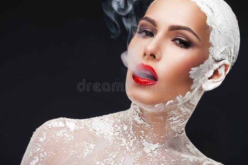Download Tratamientos Atractivos Del Balneario Imagen de archivo - Imagen de smoking, cigarrillo: 44857595