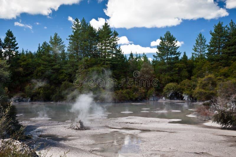 Tratar la piscina del fango con vapor imagen de archivo libre de regalías
