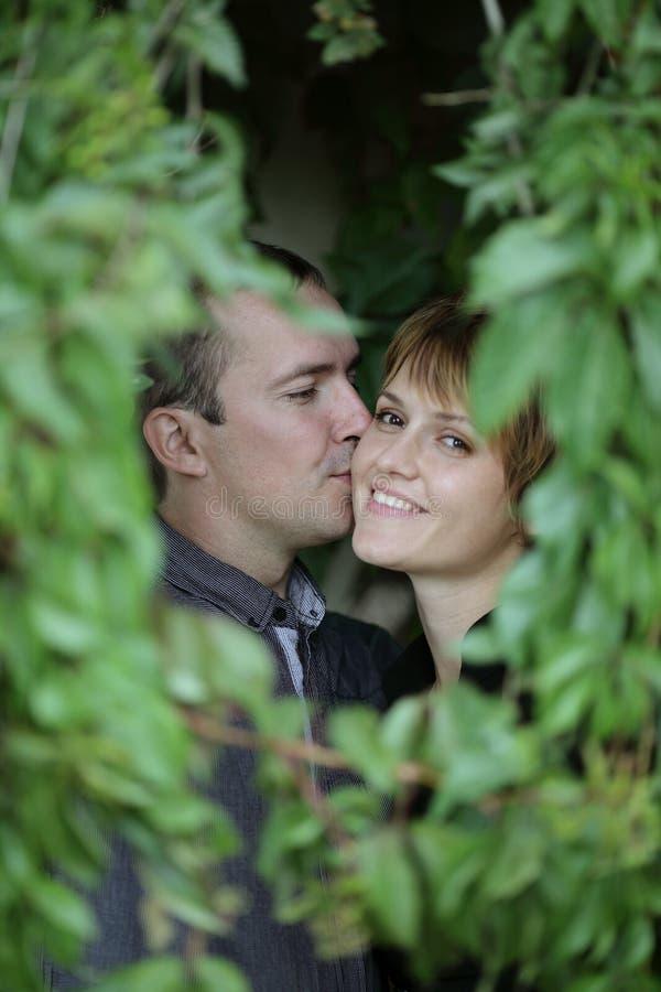 Trate el beso con suavidad fotografía de archivo