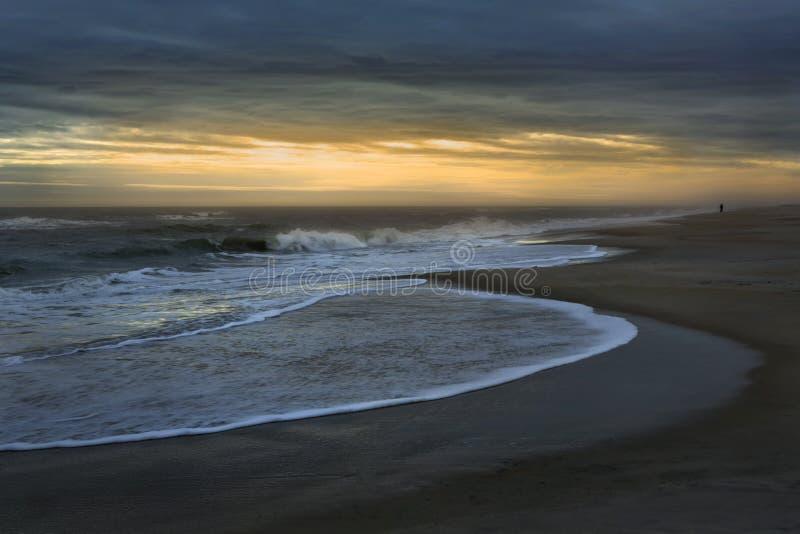 Trate las ondas con suavidad foto de archivo libre de regalías