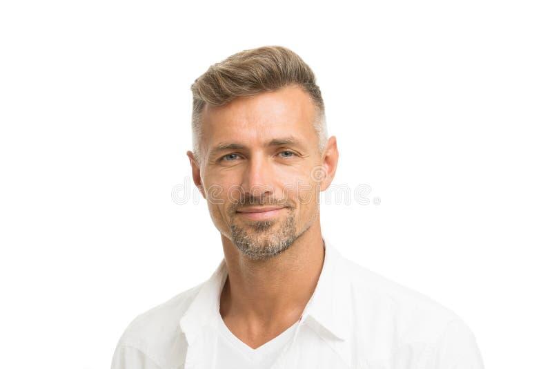 Trato con las raíces grises El pozo atractivo del hombre preparó el pelo facial Barber Shop Concept Peluquero y peluquero Hombre  foto de archivo libre de regalías