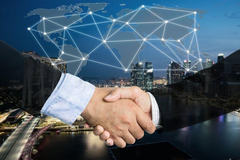 Trato o concepto del negocio del acuerdo, exposición doble del apretón de manos, c fotografía de archivo