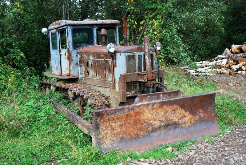 Trator abandonado oxidado foto de stock royalty free