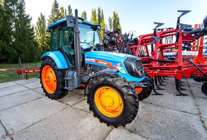 Trator agrícola de rodas Agromash 85TK fotografia de stock
