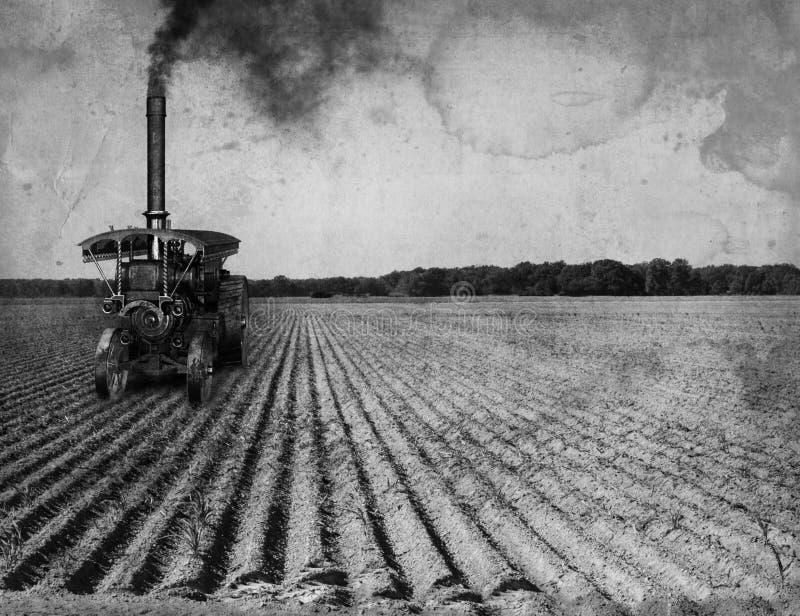 Trator de exploração agrícola antigo da tração do vintage imagens de stock royalty free