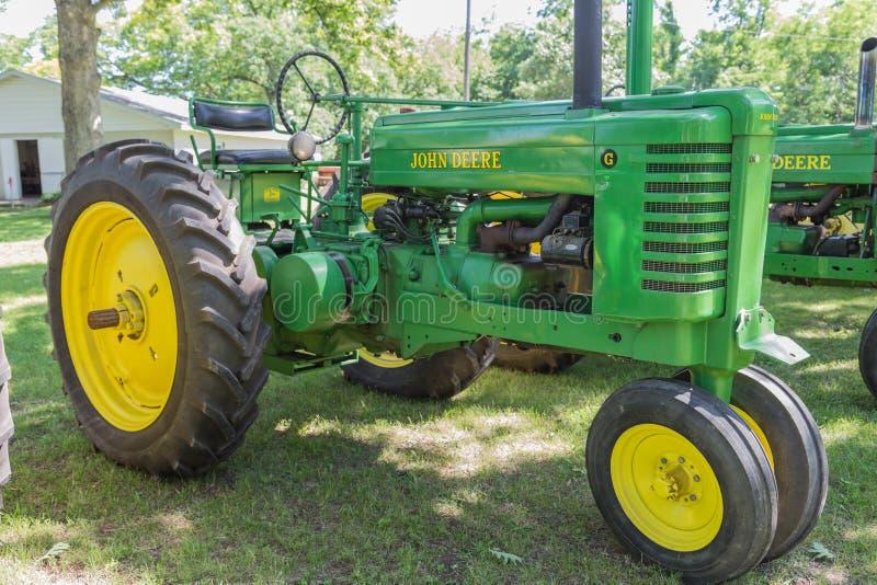 Trator de exploração agrícola de John Deere Model G do vintage imagens de stock royalty free