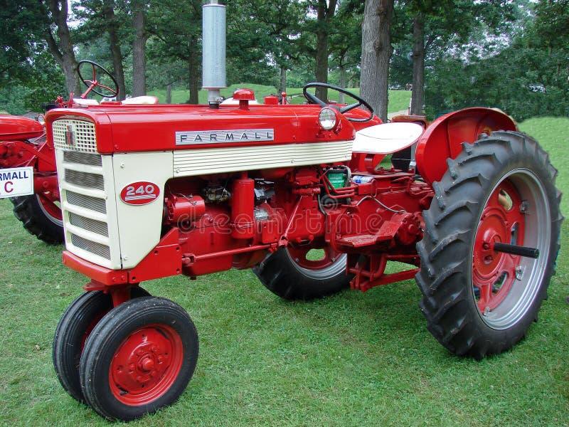 Trator de exploração agrícola do modelo 240 de Farmall do vintage imagem de stock royalty free