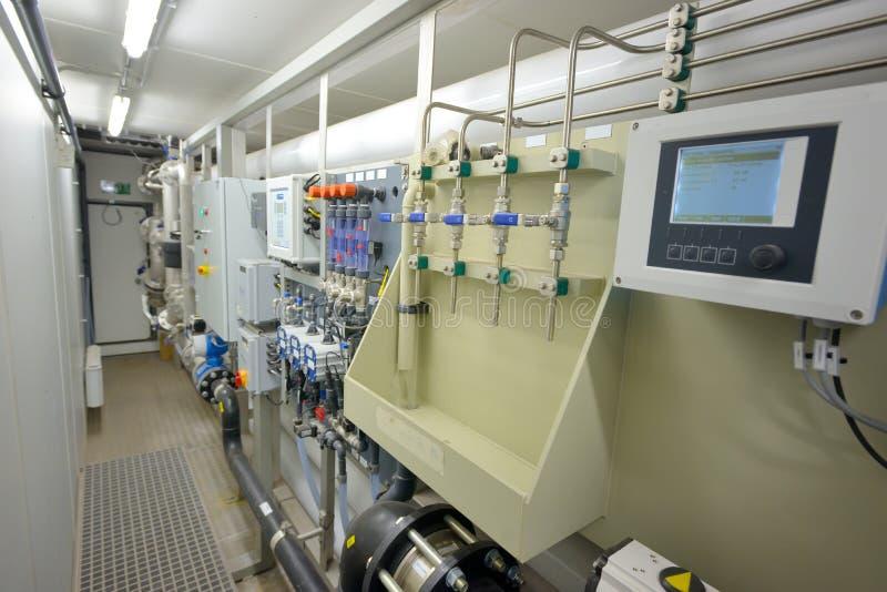 Trattamento dei filtri da acqua dentro della pianta fotografia stock libera da diritti