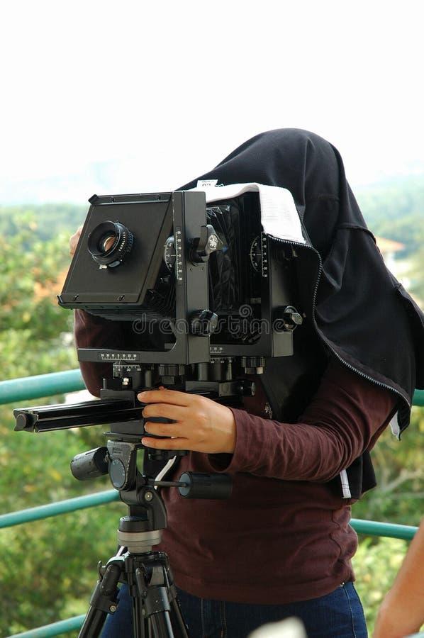 Trattamento della fotocamera grande formato sul treppiede immagini stock libere da diritti