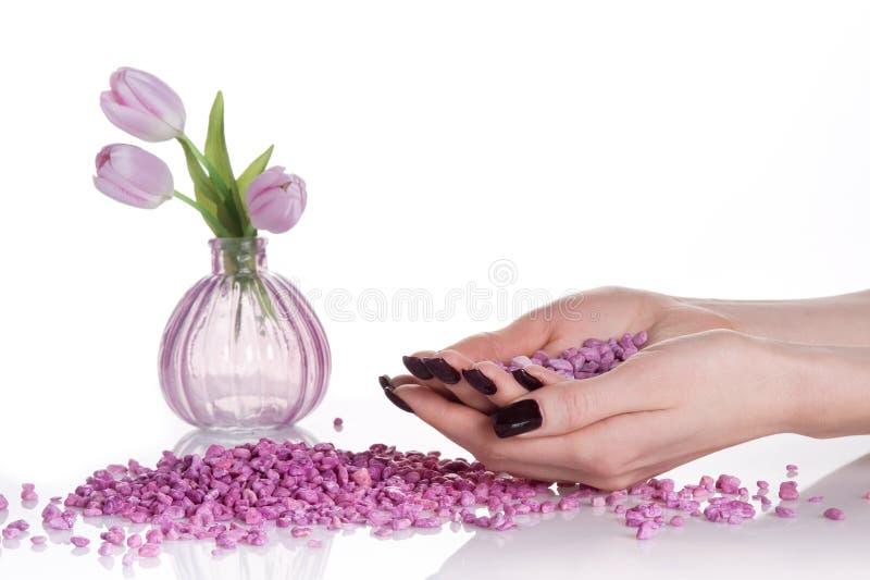 Trattamento della stazione termale dell'aroma con i tulipani fotografia stock libera da diritti