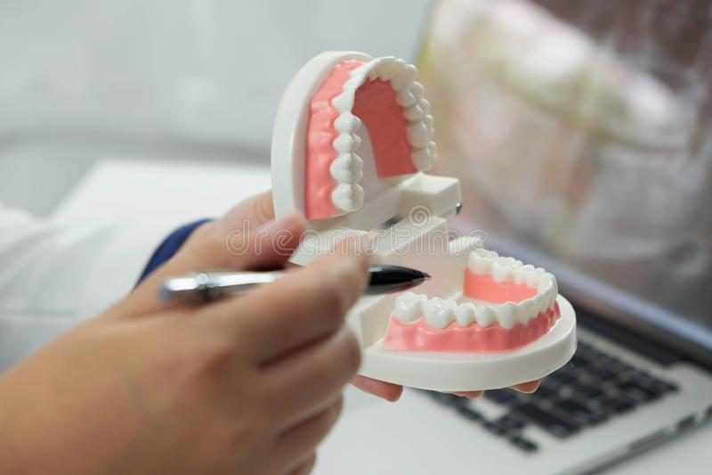 Trattamento orale di trattamento dentario del controllo generale di Dental del dentista immagine stock libera da diritti