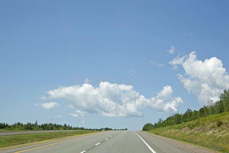 Tratto della strada principale aperta un giorno di estate immagini stock libere da diritti