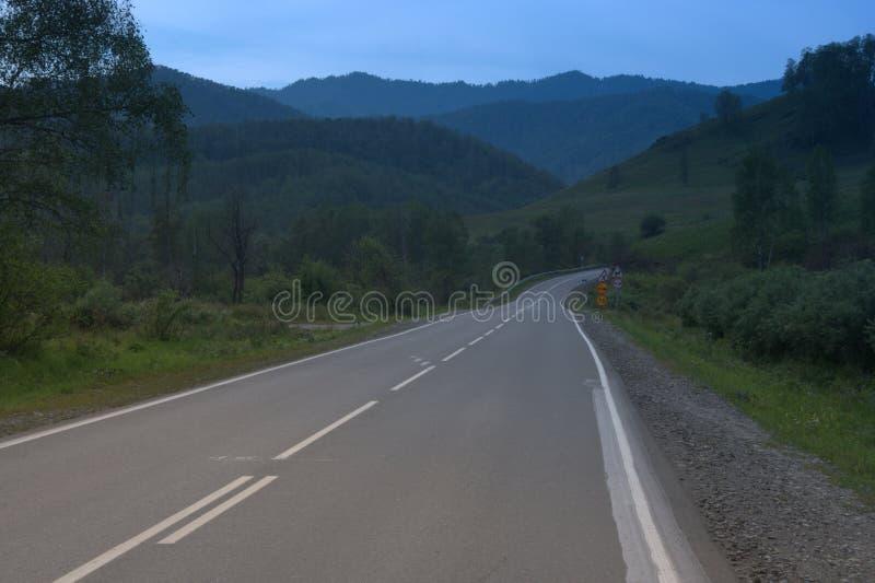 Tratto di Chuysky, la strada della montagna Altai fotografie stock libere da diritti