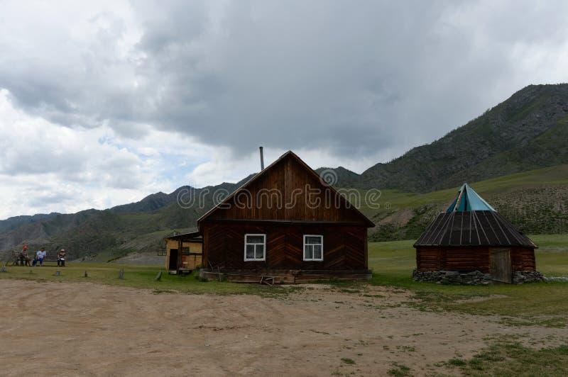 Tratto di Kalbak-Tash, montagne di Altai, Siberia fotografia stock libera da diritti