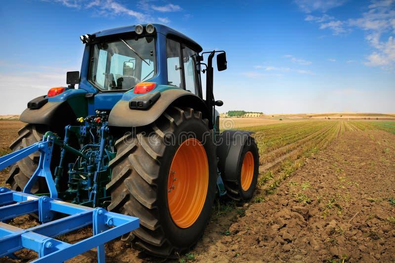 Trattore - strumentazione moderna di agricoltura immagini stock libere da diritti