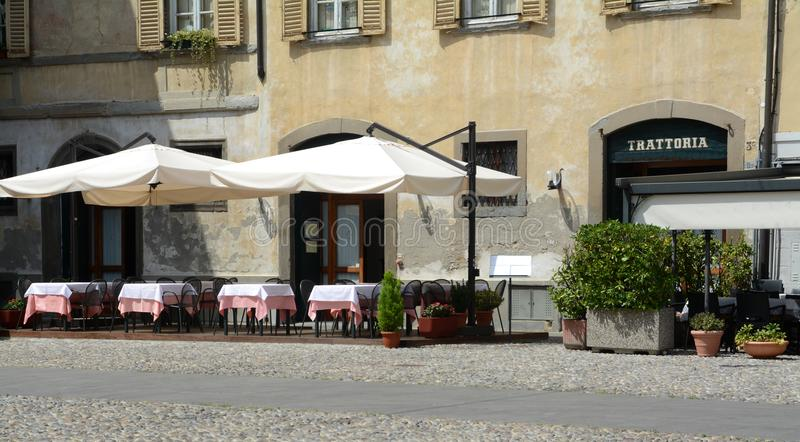 Trattorias ed i ristoranti sono in Italia fotografie stock libere da diritti