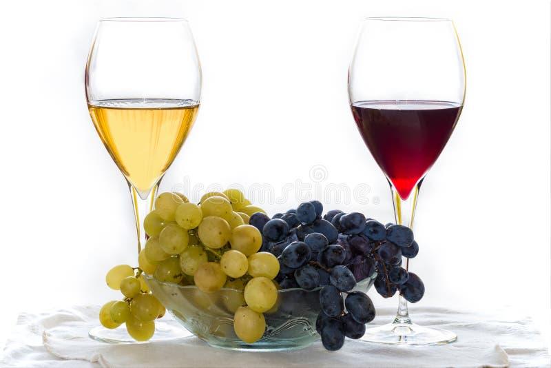 Traube mit Rot und Weißwein lizenzfreies stockfoto