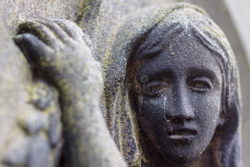 Trauernder im Stein stockfotos
